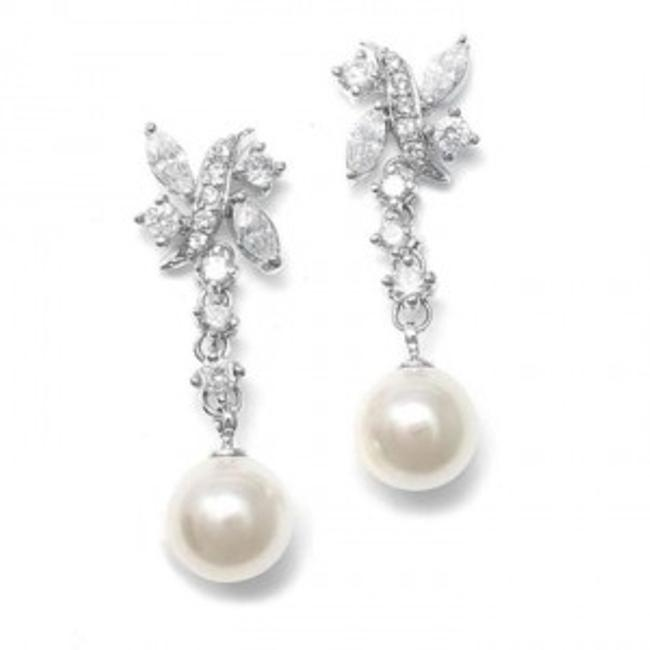 Item - Silver/Ivory Pearl and Cz Earrings