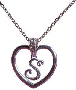 Avon AVON Like new heart 's' w/crystals necklace