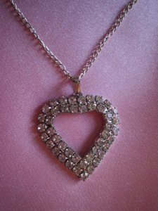 Like new vintage Rhinestone heart necklace