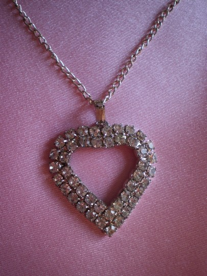 Preload https://item3.tradesy.com/images/like-new-vintage-rhinestone-heart-necklace-154902-0-0.jpg?width=440&height=440