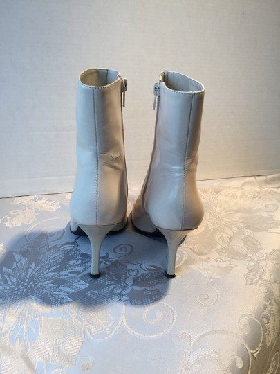 Nine West Leather Beige Casual Size 7.5 M Slim Heel Size 7.5 Size 7.5 Slim Heel Casual Casual Leather Leather Ivory Boots