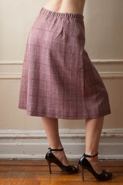 Adrianne Ross Vintage 1980s 1970s 70s 80s A-line Plaid Houndstooth Pleat Pleated Knee Length Office Attire Business Wear Fall Skirt Burgundy/Oxblood and white