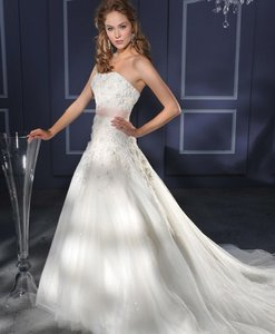 Bonny Bridal Brand New Essence Style 8000 Wedding Dress