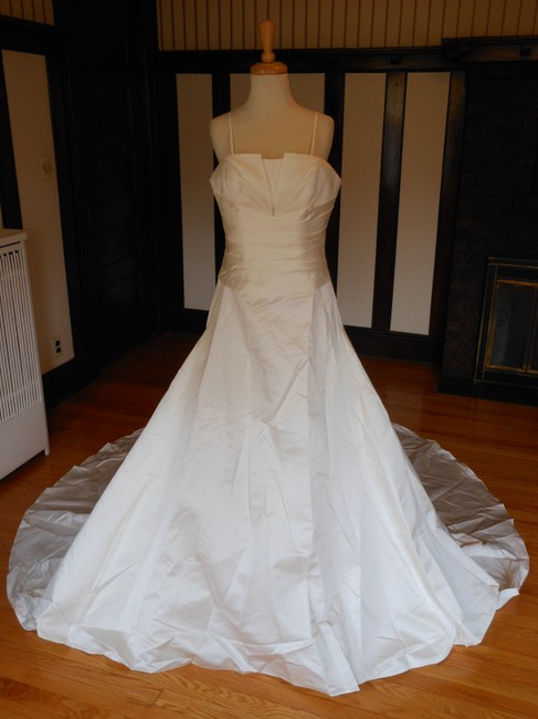 Item - Ivory Satin 5030 Destination Wedding Dress Size 10 (M)