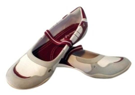 American Eagle Outfitters Maroon & White Flats