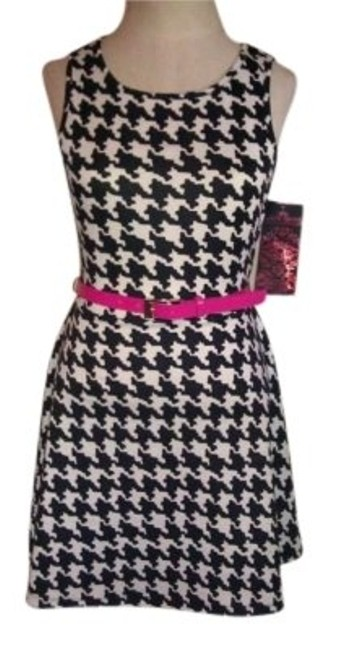 Preload https://item5.tradesy.com/images/blackwhite-blackwhite-sleeveless-with-pink-belt-knee-length-short-casual-dress-size-8-m-155139-0-0.jpg?width=400&height=650