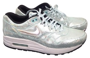 Nike Silver/mint green metallic Athletic