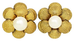 Chanel CHANEL Vintage Gold Sea Shell & Pearl Clip On Earrings