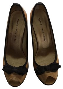Marc by Marc Jacobs Tan and black Sandals
