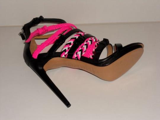 L.A.M.B. Black/fuchsia Pumps