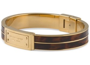 Michael Kors NWT. Tortoise Shell Yellow Gold Tone Logo Bangle Bracelet
