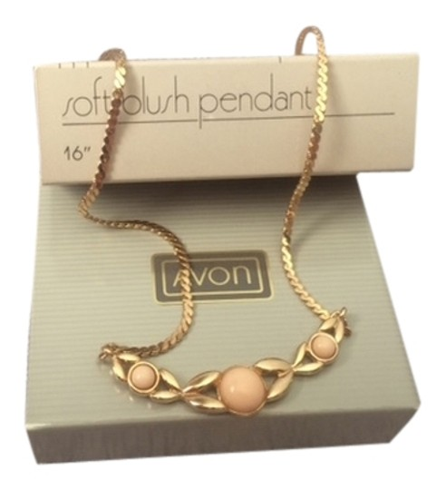 "Avon Vintage Avon Soft Blush Pendant Necklace 16"" New in Box"