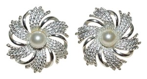 Sarah Coventry Vintage Sarah Coventry Cream Pearl Silver Flower Clip on Earrings 1.25