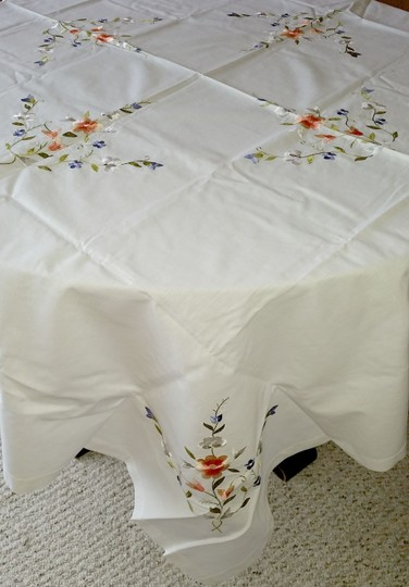 Preload https://img-static.tradesy.com/item/1553407/white-linen-and-embroidered-flowers-vintage-applique-floral-tablecloth-decoration-0-0-540-540.jpg