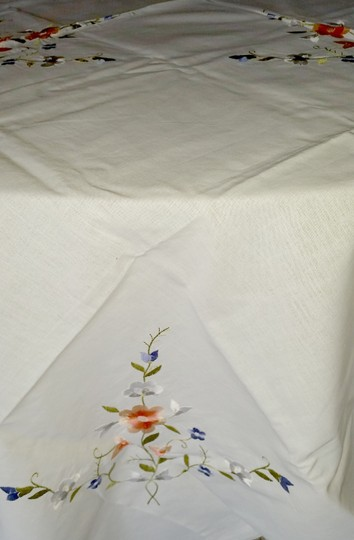 White Linen and Embroidered Flowers Vintage Applique Floral Tablecloth Decoration