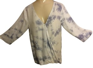 Very J Top White with bluish-gray tie-dye print