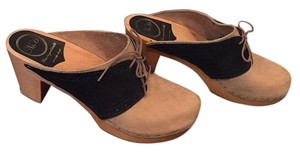 No. 6 Tan/Navy Blue Mules