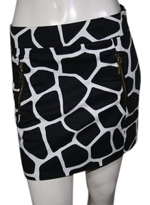 Michael Kors Mini Giraffe Print Mini Skirt Black/ White