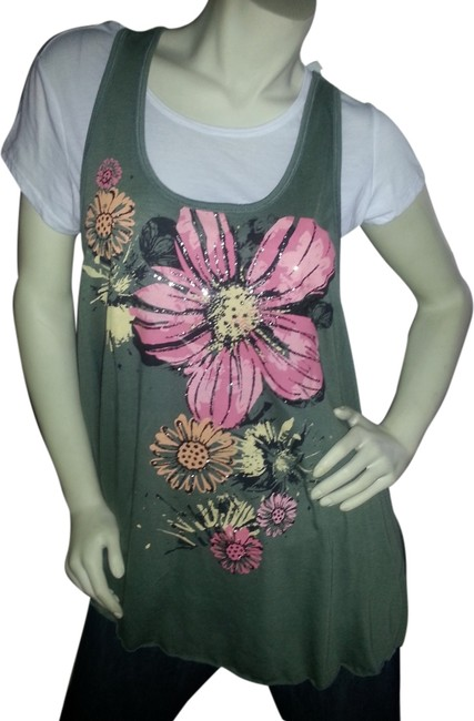 Preload https://img-static.tradesy.com/item/1556109/green-pink-white-floral-and-tee-shirt-size-14-l-0-0-650-650.jpg