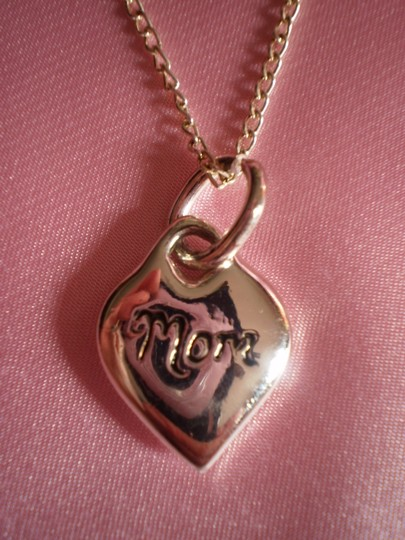 Unknown 'mom' heart necklace