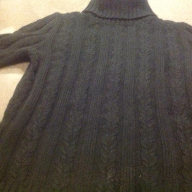 Preload https://item1.tradesy.com/images/express-black-turtle-neck-cable-navy-blue-sweaterpullover-size-12-l-1556645-0-0.jpg?width=400&height=650