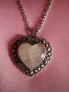 Avon Like new Vintage Avon Heart necklace