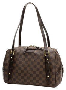 Louis Vuitton Lv Classic Leather Signature Shoulder Bag