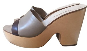 Chanel Leather taupe/plum Mules