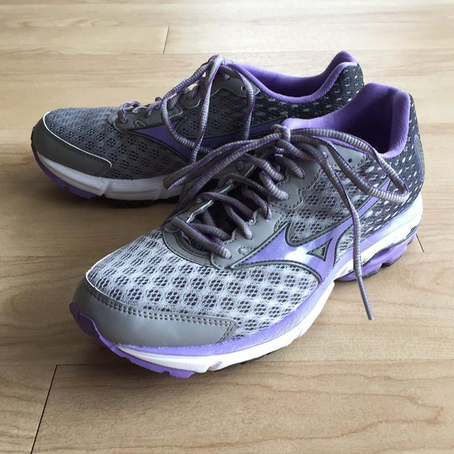 Item - Purple and Grey Wave Rider 18 Running Sneakers Size US 7 Regular (M, B)