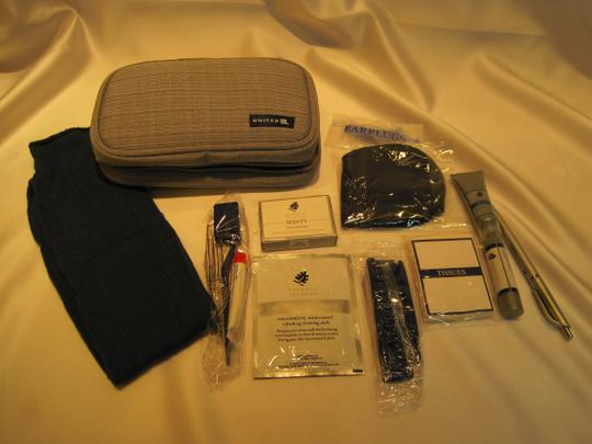 Other First Class Travel Set from UNITED AIRLINES - [ Roxanne Anjou Closet ]