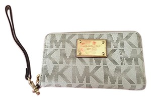 Michael Kors Wristlet in While