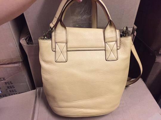 UGG Australia Luxury Tote in Chardonnay