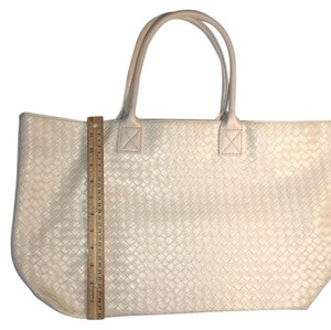 Neiman Marcus Tote in Ivory Off White
