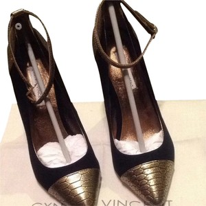 Twelfth St. by Cynthia Vincent Pumps