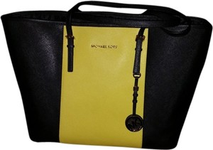 Michael Kors Tote in Black/Apple