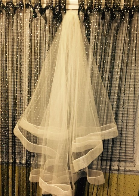 Item - Ivory Medium Bridal Veil