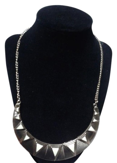 Preload https://img-static.tradesy.com/item/15601768/gold-triangles-statement-necklace-0-2-540-540.jpg