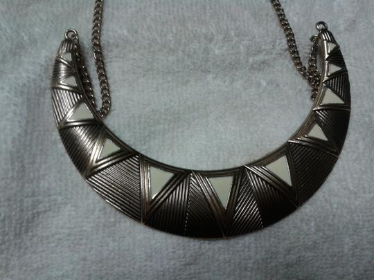 Other Triangles statement necklace Image 4