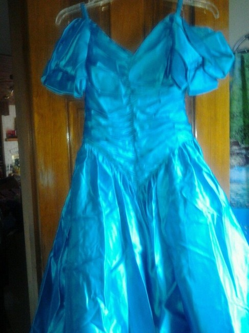 Item - Turquoise Satin Formal Bridesmaid/Mob Dress Size 12 (L)