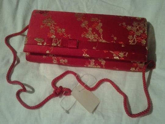 Carla Marchi New With Tags Asian Design Exquisite Classy Silky Embroidered Formal Homecoming Wedding Red Clutch