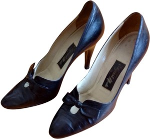 VINTAGE SHOES by Elegant Designs Black Pumps