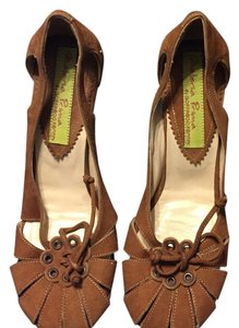 Materia Prima Brown Pumps