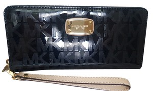 Michael Kors NEW Michael Kors patent leather logo signature phone Wallet Wristlet