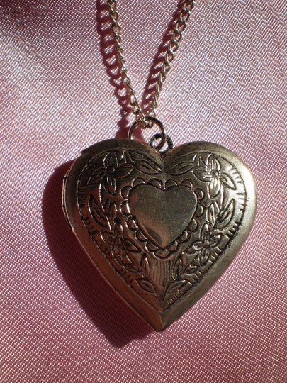 Unknown Vintage Silvertone heart locket