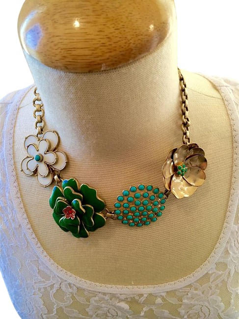 Item - Gold Multi Flower Necklace