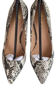 Mixx Shuz Black & White Pumps