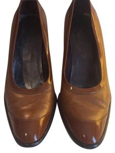 Tod's Tan Pumps