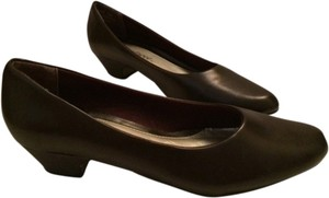 Easy Street Brown Pumps
