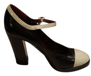 Marc by Marc Jacobs Black and Creme Pumps