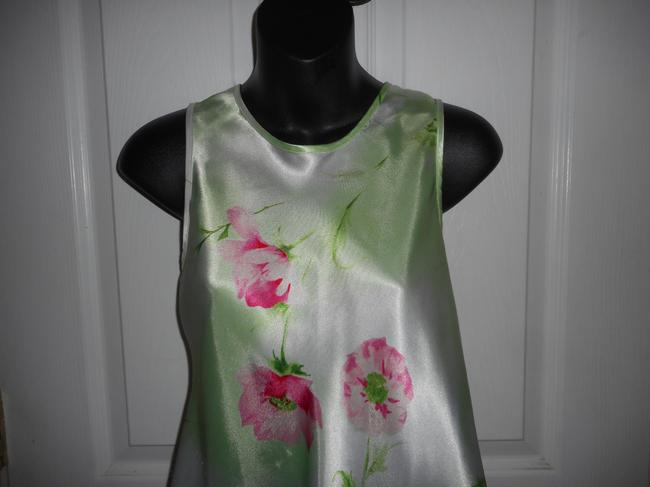 Jones New York Sleeveless Floral Top Green Image 1